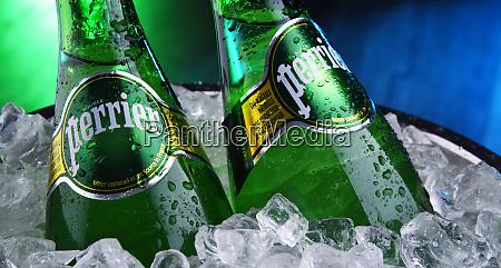 flaschen perrier mineralwasser