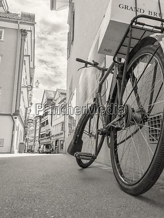 vintage fahrrad in schwarz und weiss