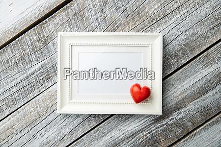 liebe valentinstag konzept leere bilderrahmen und