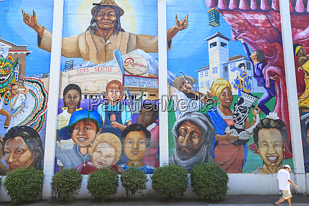 rainier avenue south mural on darigold