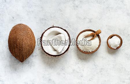 kokosmehl und kokosoel mit kokosstuecken top