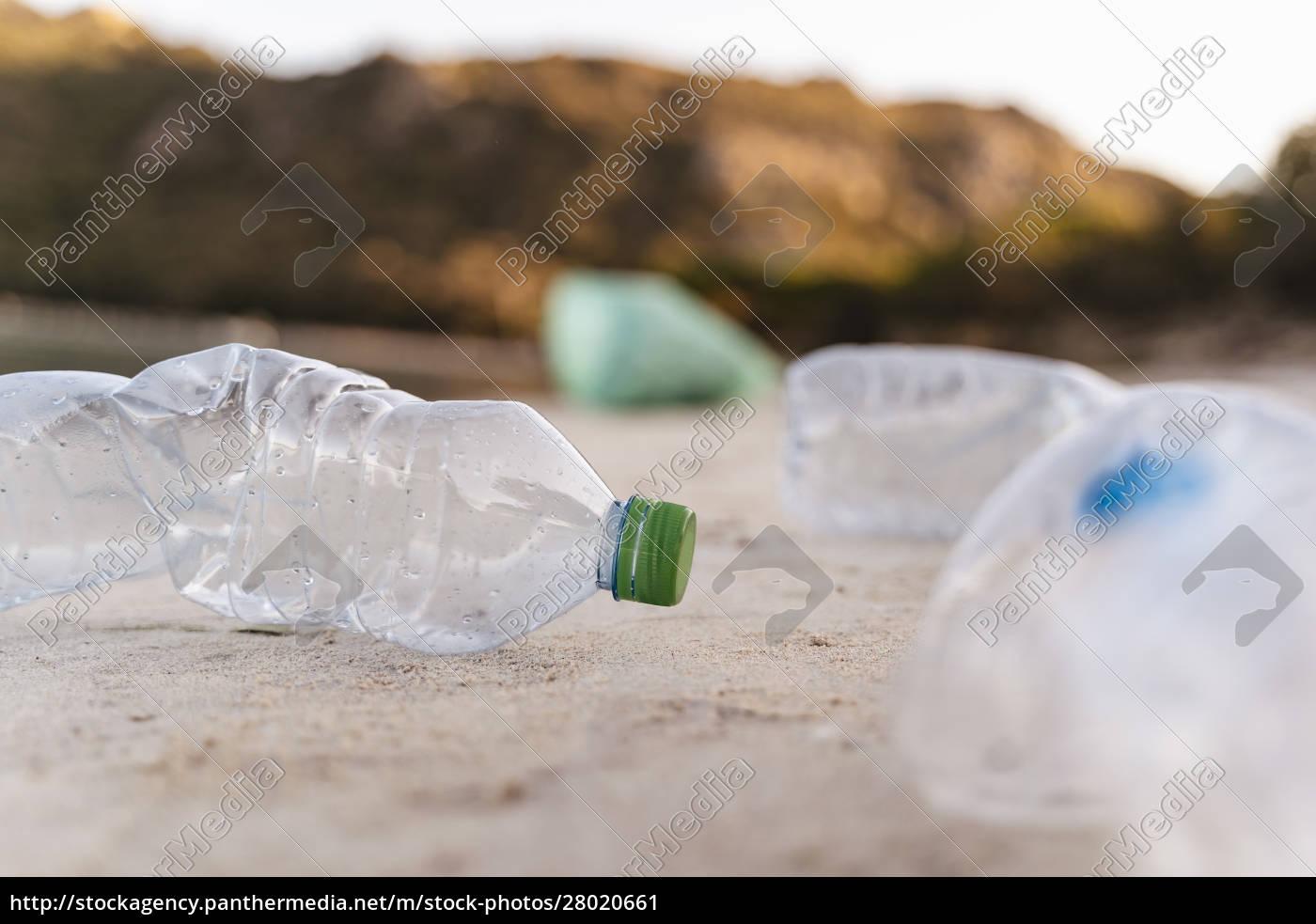 empty, plastic, bottles, on, the, beach - 28020661