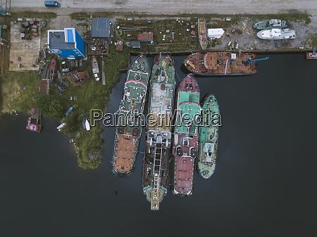 drohnenansicht von schiffen im ladoga kanal