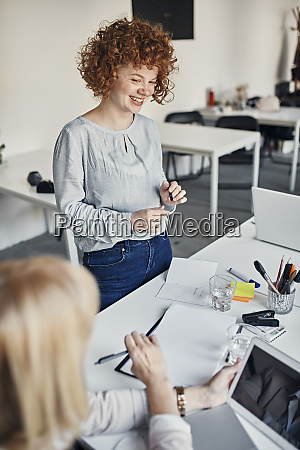 smiling, businesswoman, leading, a, meeting, in - 28033454