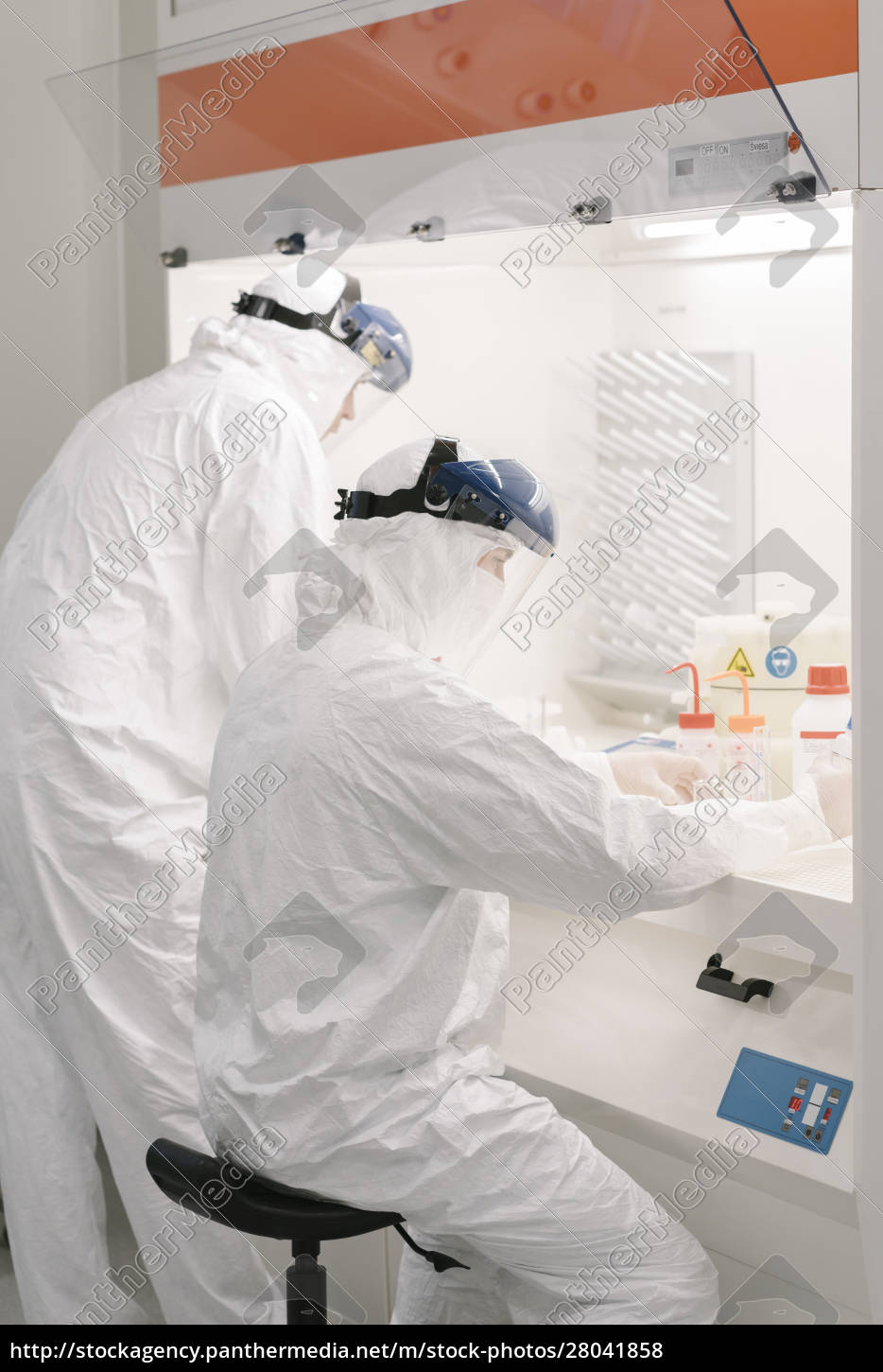 two, scientists, working, in, laboratory - 28041858