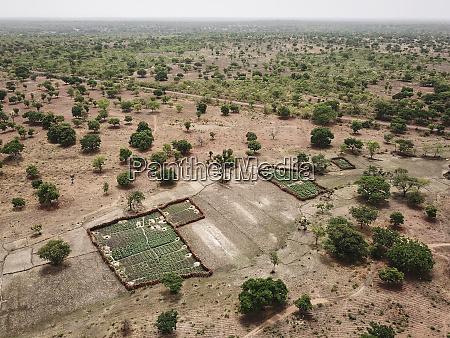 mali bougouni luftaufnahme von feldern in