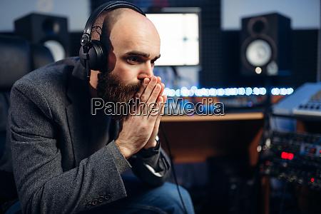 soundproduzentin und saengerin tonstudio