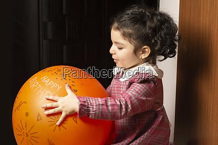 porträt, eines, kleinen, mädchens, kind, hat - 28095551