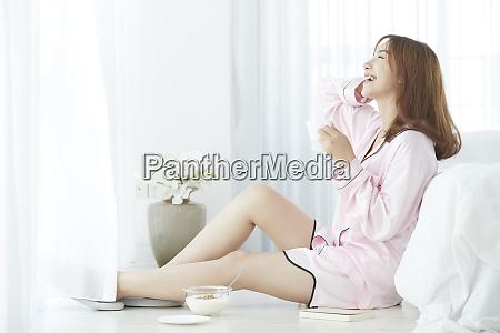 frau lifestyle pyjamas