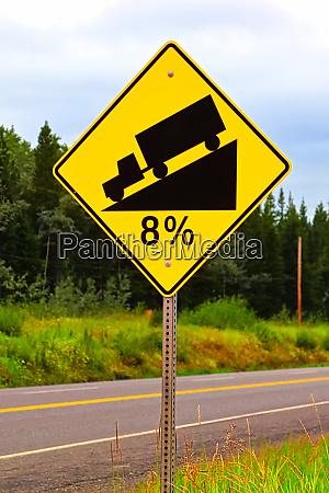 eine acht prozent huegel zeichen warnung