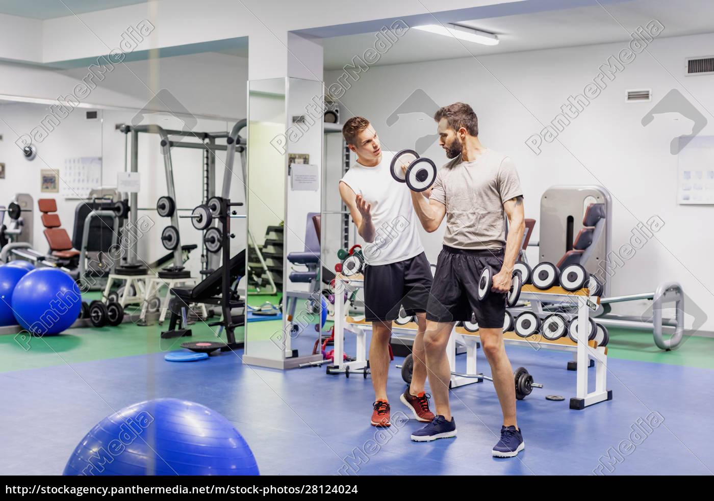 mann, coaching, freund, in, fitness-studio - 28124024