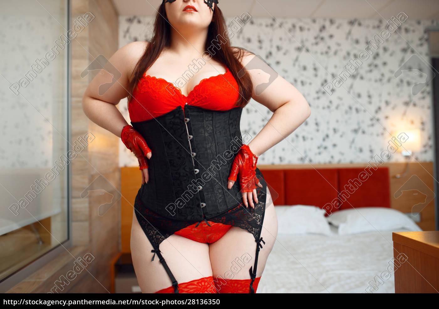 fette, frau, in, schwarz, und, rot - 28136350