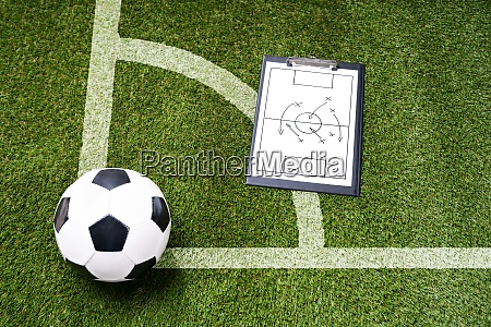 ball whistle and soccer taktikdiagramm