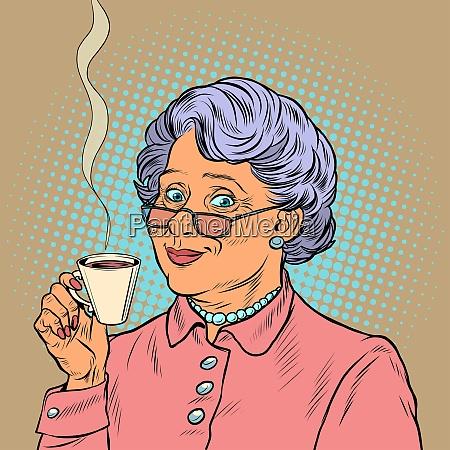 AEltere frau trinkt kaffee