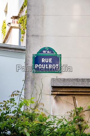 rue poulbot strassenschild paris frankreich
