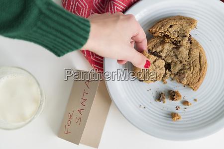 frau holt cookie per karte fuer