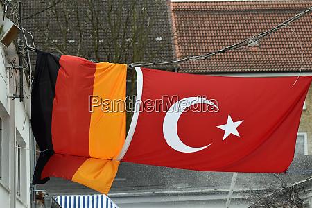 deutsche und tuerkische nationalflagge