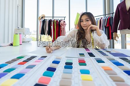 modedesigner besitzer skizzen