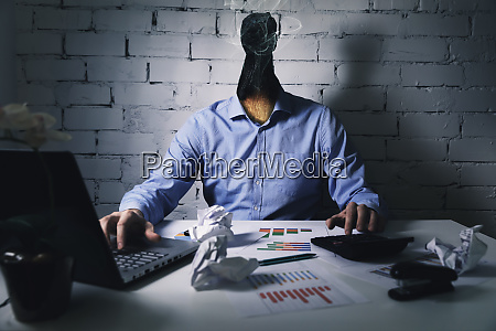 burnout syndrom am arbeitsplatzkonzept erschoepfter ueberforderter