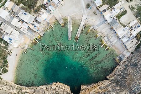luftaufnahme der sanap klippen gozo island