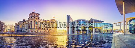 panoramablick auf das regierungsviertel berlin