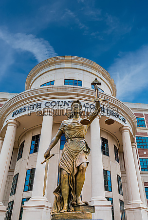 lady liberty im forsyth county courthouse
