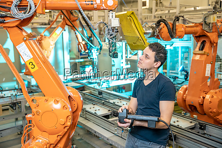 technikersteuerungen mit fernbedienung von industrierobotern in