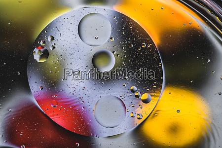 mehrfarbiger abstraktionsstil mit OEl und wasser