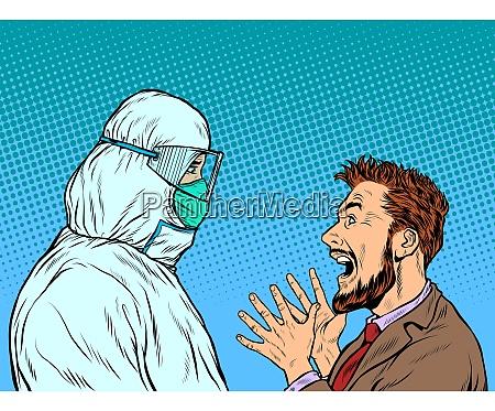arzt im schutzanzug und emotionaler patientenmann