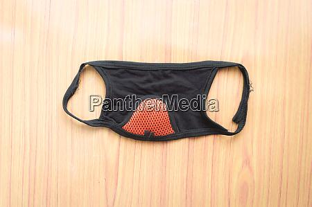 eine einwegmaske schutzkleidung zum schutz von