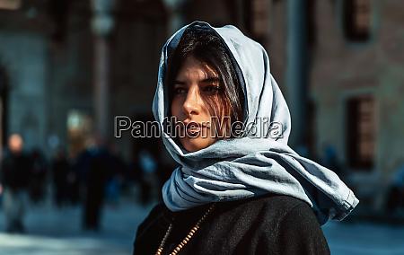 attraktive arabische frau