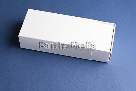 smartphone s ziehen boxen auf blauer