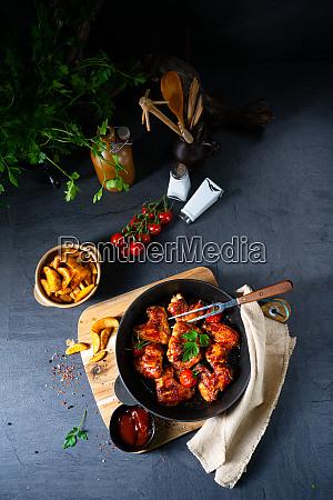 wuerzige chicken wings in honig mit