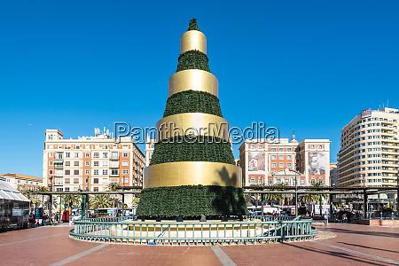moderner weihnachtsbaum auf der plaza de