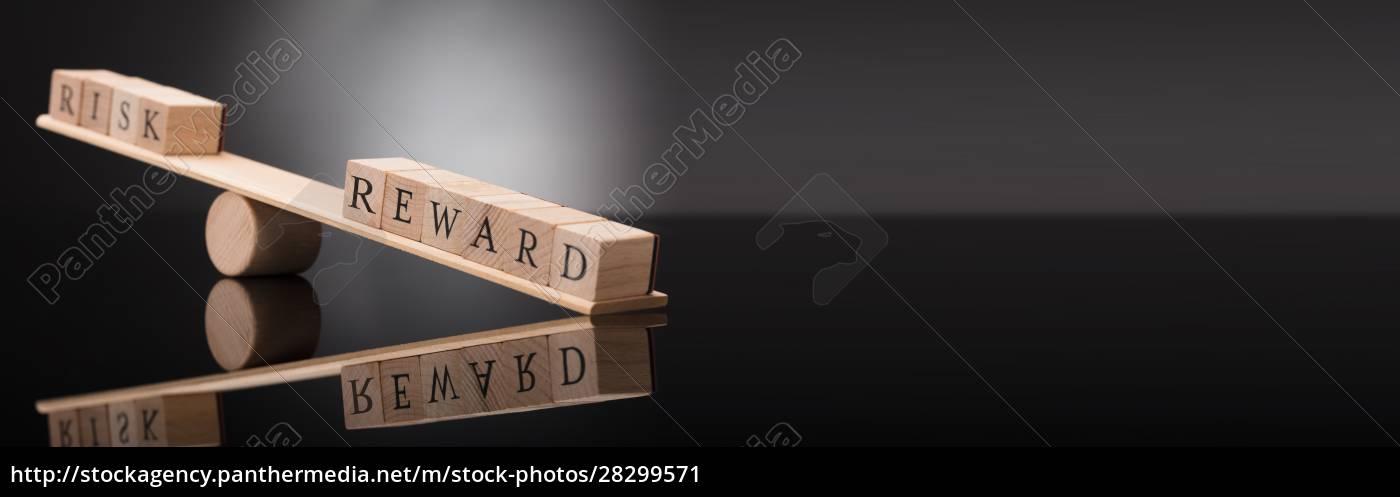 seesäge, zeigt, ungleichgewicht, zwischen, risiko, und - 28299571