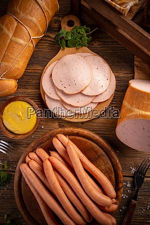 hot dog wuerstchen und feinkostschnitte