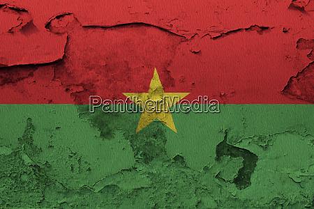 burkina faso flagge auf der rissigen