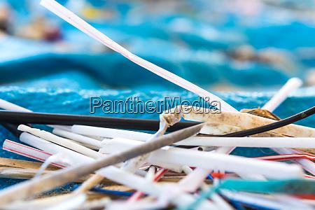 strandreinigung reinigung schmutzige straende durch die
