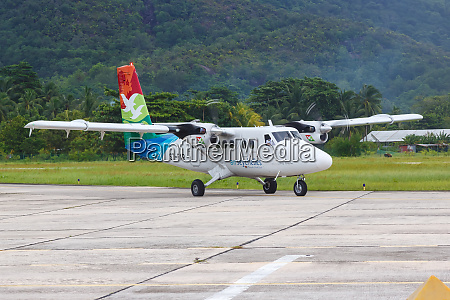 air seychelles dhc 6 400 twin