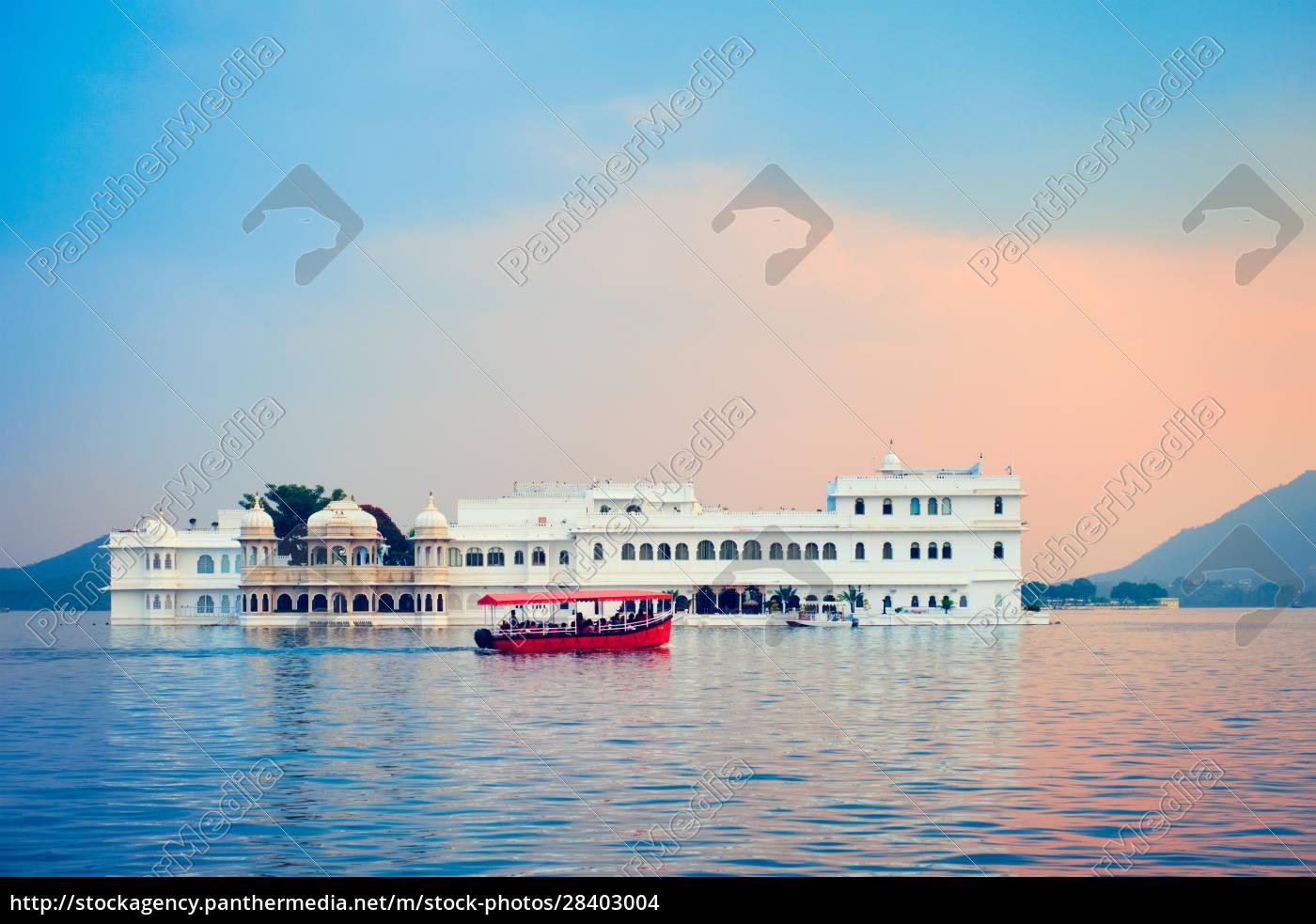 lake, palace, palace, on, lake, pichola - 28403004