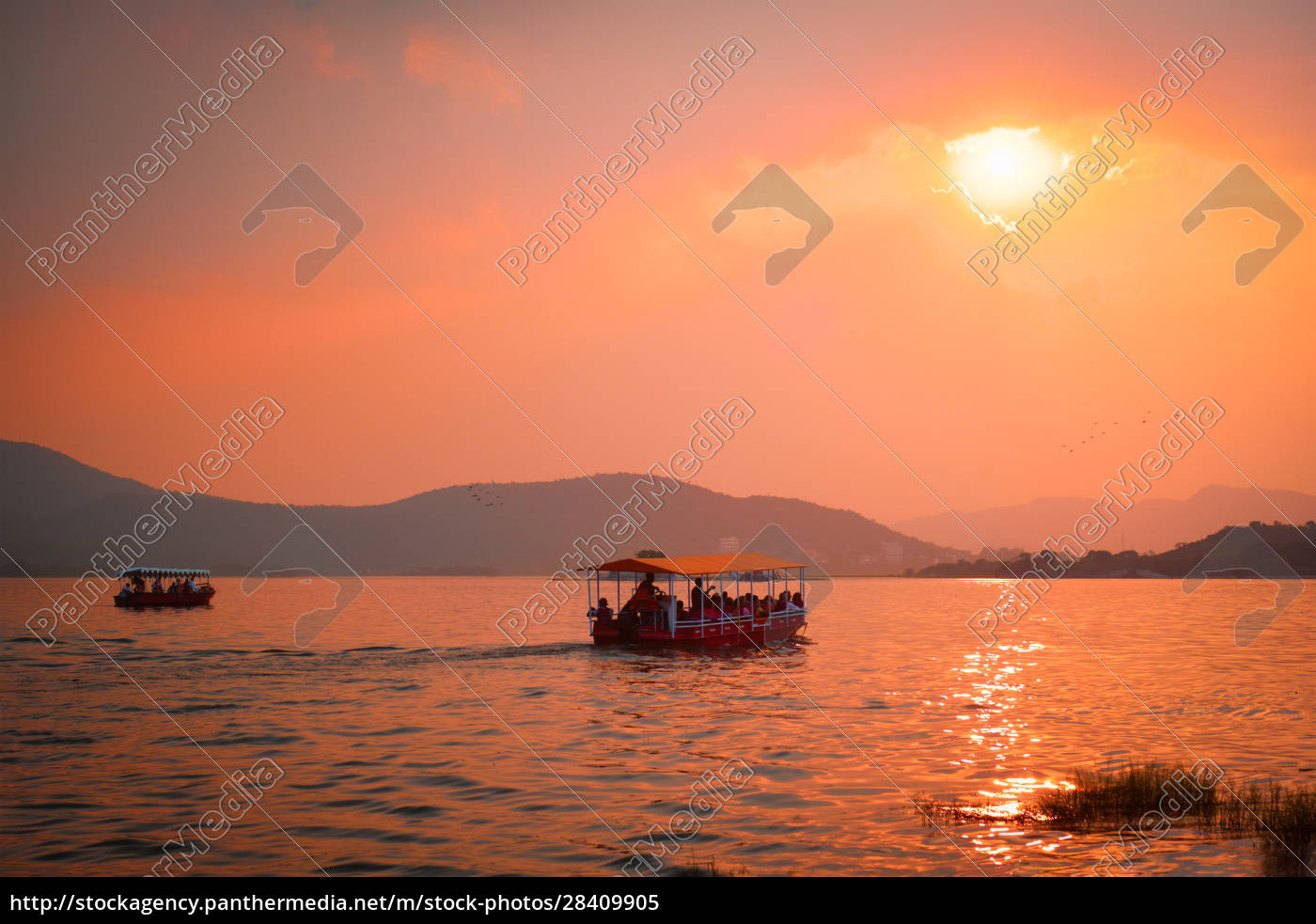 boat, in, lake, pichola, on, sunset. - 28409905