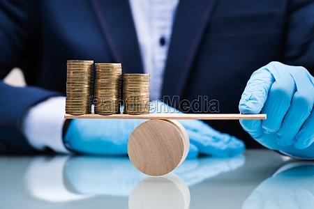 geld und wirtschaftssaldo auf seesaege