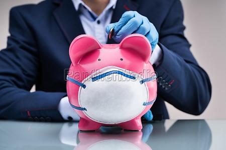 einfuegen von muenze in sparschwein um