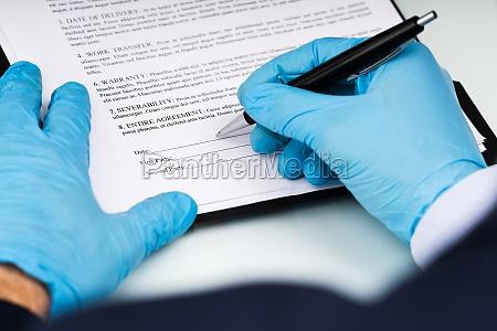 signieren von geschaeftsvertragspapierdokument