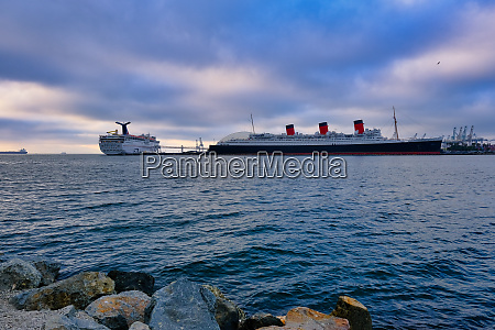 carnival imagination und queen mary at