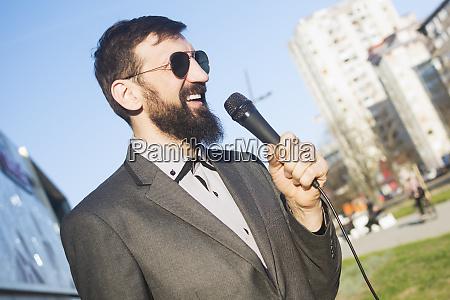 tv reporter nachrichtensprecher