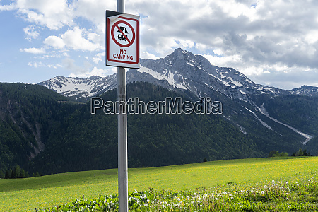 no camping sign in sauris di