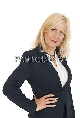 oberkoerper portraet einer blonden geschaeftsfrau
