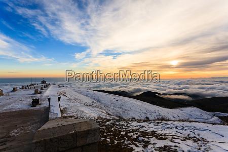 sonnenuntergang am kriegerdenkmal grappa berg italien