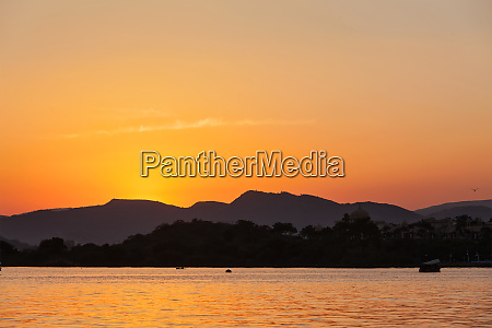 lake pichola udaipur rajasthan indien